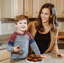Taylor Ellingson eats brownies with her child.